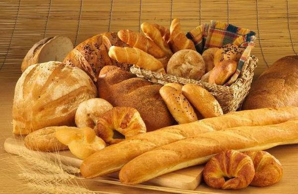 Булочки в пекарне