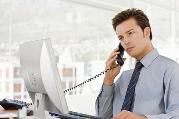 Менеджер принимает звонки от клиентов