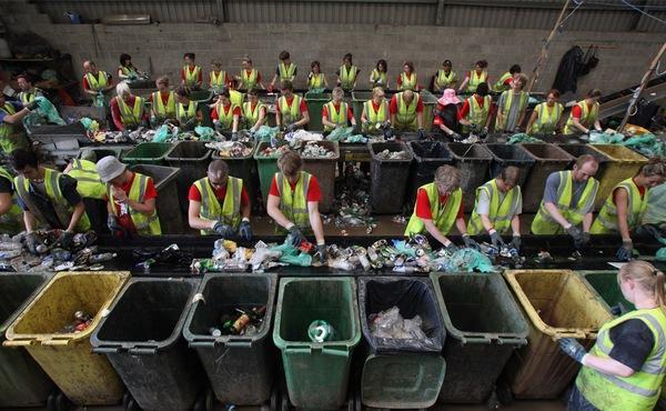 Процесс сортировки мусора