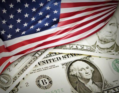 Флаг США и доллары