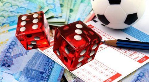 Игровые кости, деньги и мяч