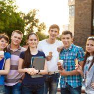 Выпускники школы ищут работу