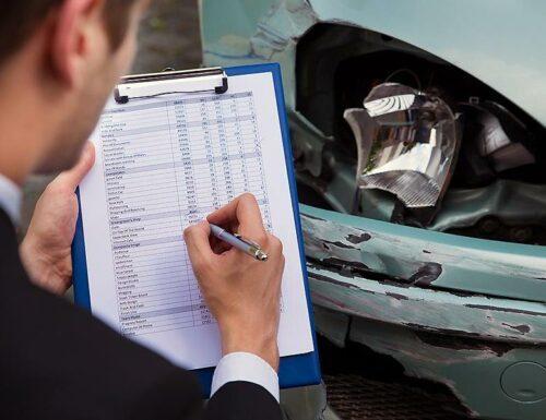 Осмотр повреждённого в ДТП автомобиля
