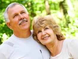 Пенсионеры-льготники. Иллюстрация